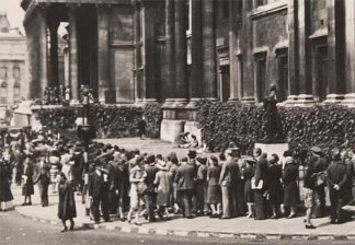 The National Gallery drew large crowds during the Second World War for recitals by Myra Hess
